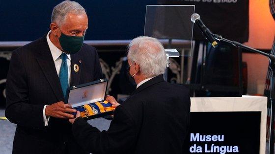 Marcelo Rebelo de Sousa condecora com a Ordem de Camões o Museu da Língua Portuguesa durante a cerimónia de reinauguração, em São Paulo