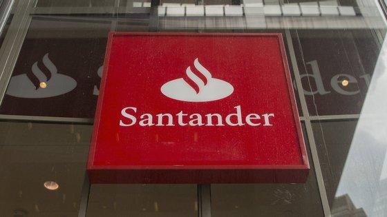 Depois de o BCP ter avançado com despedimentos coletivos, hoje conhece-se a decisão do Santander. Trabalhadores do primeiro banco já confirmaram que vão em frente com a greve.