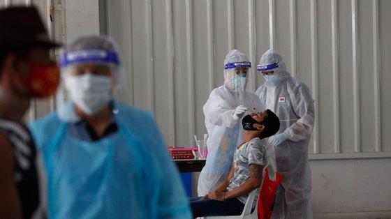 A disseminação da variante Delta obrigou à testagem em massa em várias cidades chinesas