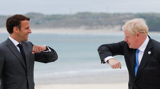 Boris Johnson quer acalmar tensões com França