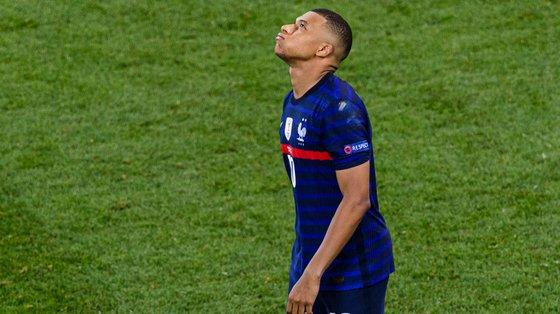 Mbappé terminou o Campeonato da Europa sem golos e a falhar o penálti decisivo do desempate com a Suíça nos oitavos