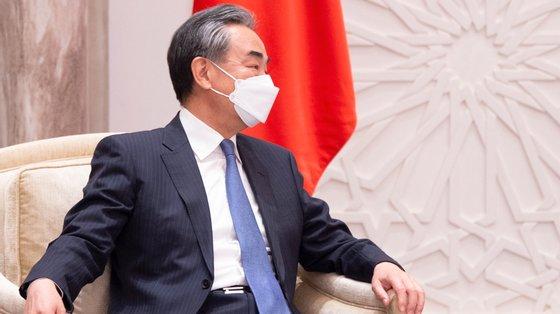 Wang Yi fez o pedido durante a sua intervenção por vídeo na reunião de ministros de Negócios Estrangeiros do G20, que se realiza presencialmente em Itália