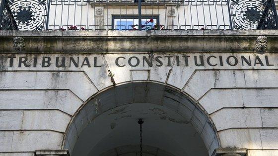 O PS colocou também sérias reservas sobre a eventual saída de Lisboa do Supremo Tribunal Administrativo, alegando que este tribunal superior tem uma atividade intimamente relacionada com a administração central, que está na capital
