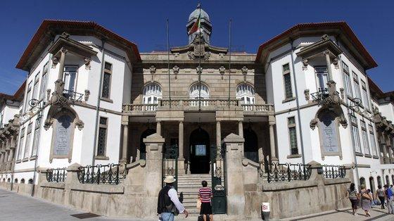 """O presidente da Assembleia Municipal de Vila Nova de Gaia alega que a culpabilização dos políticos """"já se está a sentir no território"""""""