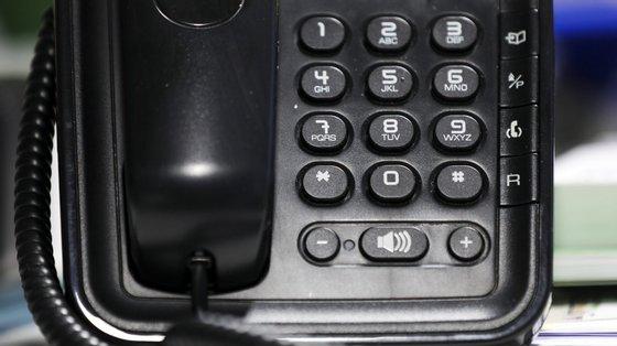 A questão das linhas telefónicas disponibilizadas por entidades que prestam serviços públicos essenciais foi regulada em abril de 2020