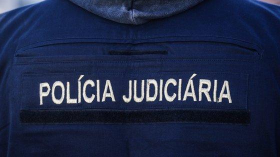 A detenção foi consumada fora de flagrante delito, na sequência de denúncias chegadas à autoridade policial