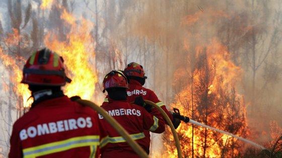 O período crítico de incêndios dura até final de setembro e, até lá, é proibido fazer queimadas extensivas ou queima de amontoados sem autorização