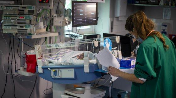"""Por causa da Covid-19 os balcões """"Nascer Cidadão"""", que permitiam registar os bebés nas maternidades, estiveram encerrados durante o estado de emergência"""