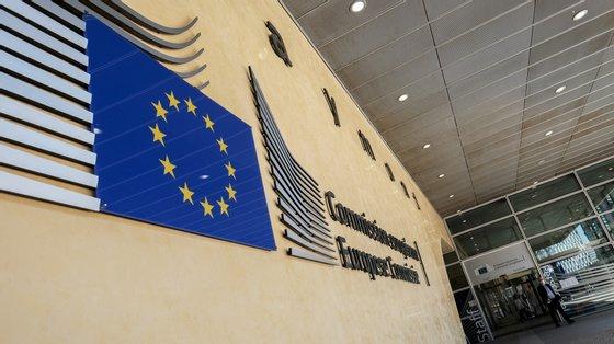 A Comissão Europeia salienta que este encerramento não constitui uma conclusão de que os acordos estejam em conformidade com as regras de concorrência