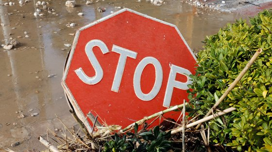 Devido ao entupimento de sarjetas, também várias outras artérias ficaram inundadas de água