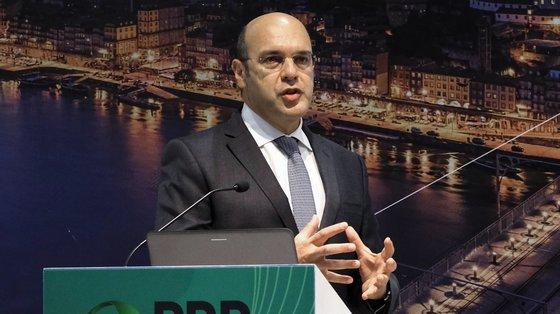 O programa português é o que tem maior percentagem de verbas destinadas a apoios diretos a empresas, diz Pedro Siza Vieira