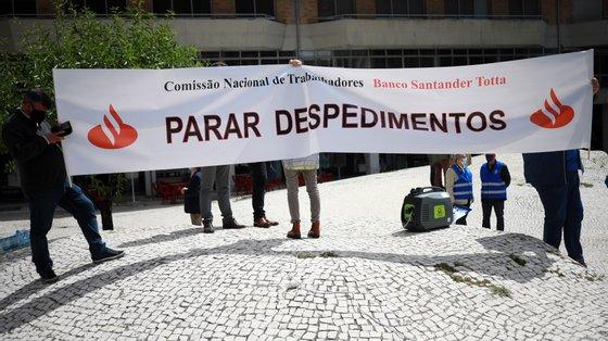 Grandes bancos portugueses preveem cortar milhares de postos de trabalho, sendo BCP e Santander Totta os que têm processos mais agressivos