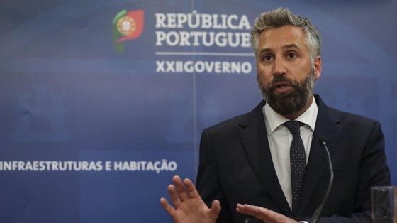 """""""É uma tarefa muito difícil. Nós estamos a trabalhar com o Ministério das Finanças para conseguirmos encontrar um nível de dívida aceitável para uma empresa como a CP"""", disse Pedro Nuno Santos"""