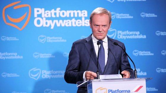 Donald Tusk regressou à linha da frente da disputa política na Polónia. O país tem eleições marcadas para 2023