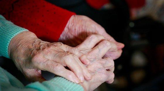 As maiores diferenças de longevidade entre homens e mulheres registaram-se na Madeira e nos Açores