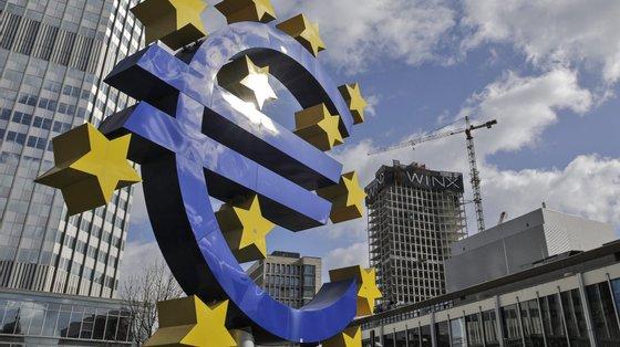 É o terceiro mês consecutivo em que há uma subida na taxa de inflação anual na zona euro.