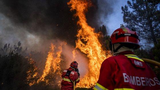 Fogo deflagrou às 16:15, na zona de Freixo, na freguesia de Cercal (imagem de arquivo)