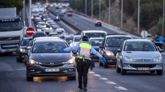 A GNR e a PSP fiscalizaram durante a campanha 52.835 veículos, tendo sido registadas 10.494 infrações
