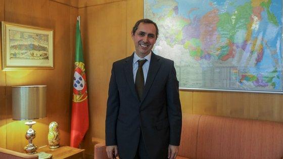 Diplomata desde 1987, Paulo Vizeu Pinheiro desempenhou funções de adjunto diplomático do primeiro-ministro Durão Barroso e assessor diplomático de Pedro Passos Coelho