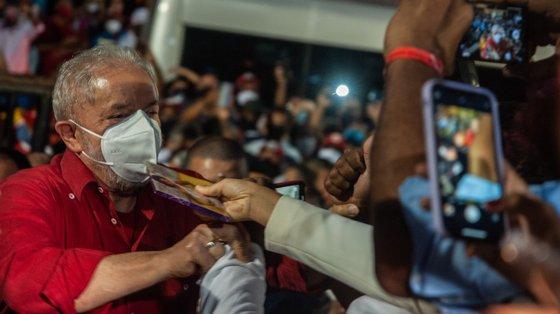 Lula foi autorizado a concorrer nas eleições após os tribunais terem anulado as duas condenações por corrupção de que foi alvo