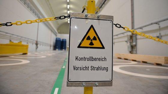 Para a organização, será preciso aplicar novas tecnologias nucleares e construir muitas centrais nucleares novas para substituir as atuais, das quais 66% estão a funcionar há 30 anos e cuja vida útil varia entre 60 e 80 anos