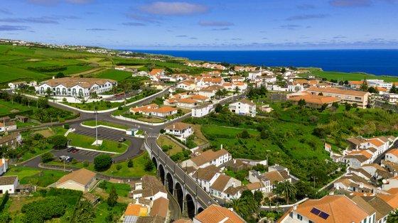 O Governo dos Açores criou uma tarifa especial para residentes, que permite viajar entre as ilhas do arquipélago pelo preço máximo de 60 euros