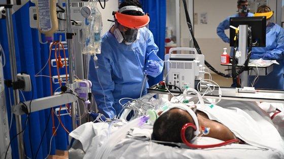 Há cerca de 5,6 milhões de pessoas em Inglaterra a aguardar uma cirurgia