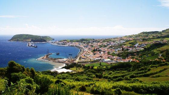 Na Praia Porto do Pim na Horta, Açores, a bandeira azul deu lugar à bandeira vermelha após análises à qualidade da água