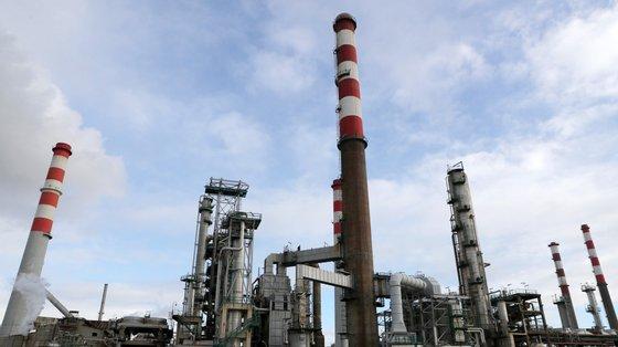 """""""A verdade é que [António Costa] planeou com esses poderosos o encerramento da refinaria"""", dizem os sindicatos em comunicado"""