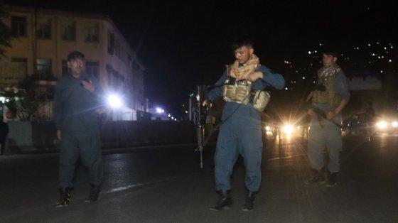 Duas fortes explosões, com duas horas de intervalo, abalaram Cabul, seguidas por sucessivos disparos