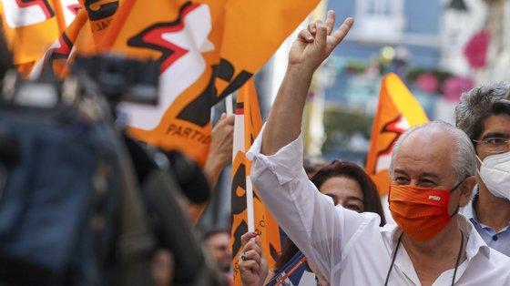 O presidente do Partido Social Democrata (PSD), Rui Rio, durante uma ação de campanha em Setúbal, 17 de setembro de 2021. No próximo dia 26 de setembro mais de 9,3 milhões eleitores podem votar nas eleições Autárquicas, para eleger os seus representantes locais. JOSÉ COELHO/LUSA