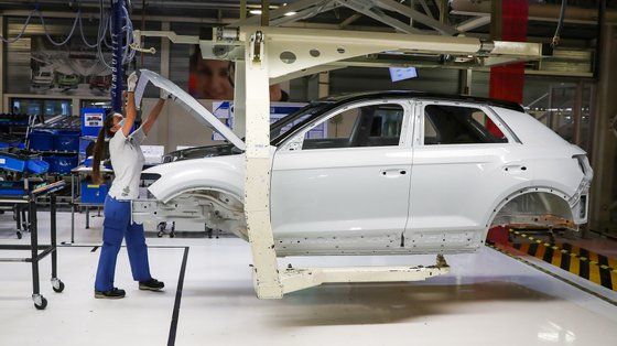 O anúncio é feito no dia em que a Autoeuropa retoma a produção, depois de três dias parada pela falta de semicondutores