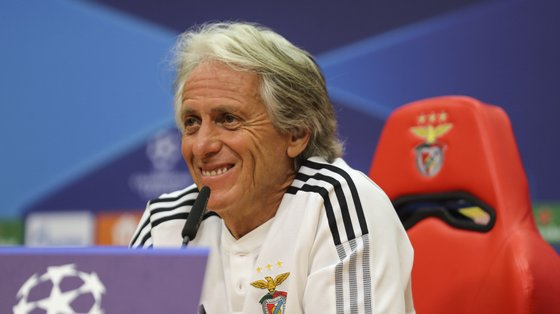 epa09465505 Benfica's head coach Jorge Jesus smiles during a press conference at Benfica's training camp in Seixal, Portugal, 13 September 2021. Benfica Lisbon will face Dynamo Kiev in their UEFA Champion League group E soccer match on 14 September 2021.  EPA/MIGUEL A. LOPES