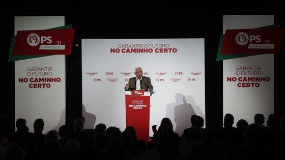 O secretário-geral do Partido Socialista (PS), António Costa, participa no encontro de militantes e simpatizantes no âmbito das Eleições Autárquicas, Santarém, 8 de setembro de 2021. MÁRIO CRUZ/LUSA