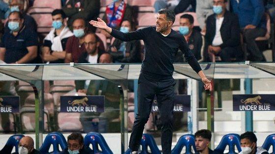 Treinador do FC Porto deixou elogios a quem saltou do banco de suplentes e voltou a deixar críticas à primeira parte