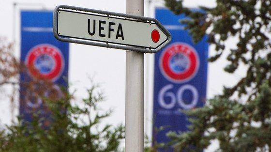 Esta decisão aplica-se somente aos jogos das seleções nacionais nas competições organizadas pela UEFA