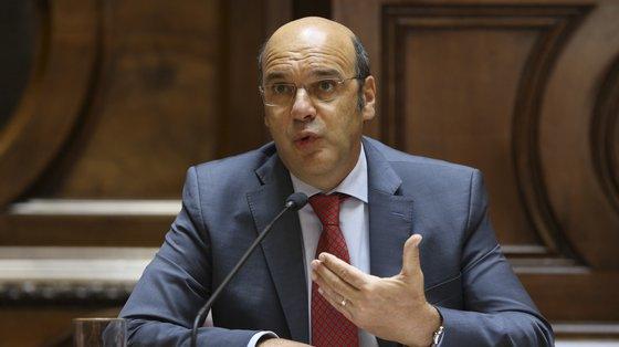 O ministro de Estado, da Economia e da Transição Digital, Pedro Siza Vieira, durante a sua audição perante a Comissão de Economia, Inovação e Obras Públicas, na Assembleia da República, em Lisboa, 14 de julho de 2021. MANUEL DE ALMEIDA/LUSA