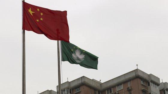 Assim, as escolas de ensino infantil integradas na educação regular do regime escolar de Macau vão exibir a bandeira chinesa em dias de atividades