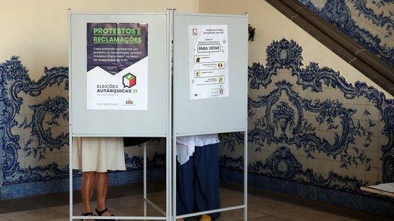 A CNE indicou que foram registados problemas com boletins de voto em duas freguesias, em Águeda e Idanha-a-Nova