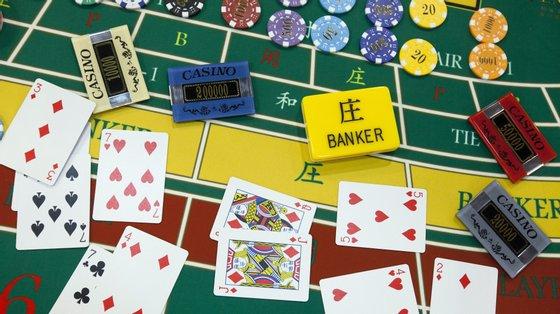 O despacho refere-se aos estabelecimentos de jogos de fortuna ou azar, casinos, bingos ou similares