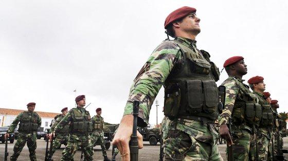 Em 11 de setembro, o brigadeiro-general português Paulo Neves de Abreu entregou o comando da missão ao general francês Jacques de Montgros