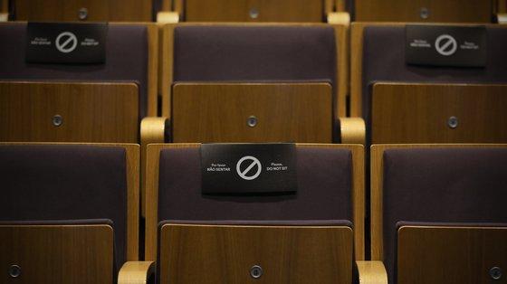 """""""Estávamos a fazer cadeira sim cadeira não, o que determina que as salas fiquem com 50% da lotação"""", explicou Francisca Carneiro Fernandes"""