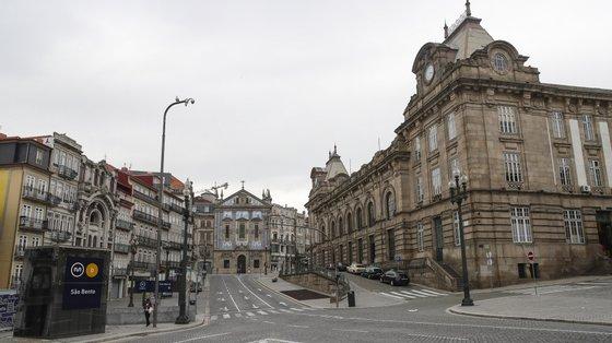 """Na altura, em comunicado, o BE considerou positiva a manifestação de interesse da Câmara do Porto no aproveitamento de dois imóveis da Defesa para habitação pública, lamentando, contudo, que o Quartel Militar do Ouro ou 'Trem do Ouro' não tenha merecido """"igual interesse""""."""