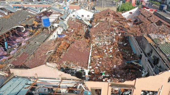 epa09200730 Aerial view of the aftermath of a tornado in Shengze township, Suzhou, Jiangsu province, China, 15 May 2021. At least one person was killed and over 20 were injured. Another tornado hit in Wuhan, killing six people and injuring over 200.  EPA/FANG DONGXU