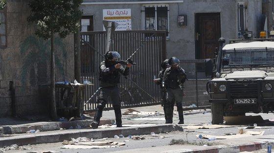 AAutoridade Palestinianaexerce poderes limitados em cerca de 40% da Cisjordânia