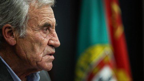 Jerónimo de Sousa refere também que estão ameaçados os direitos de quem pode vir a fechar as suas portas e de quem vê levantado o cutelo do despedimento coletivo