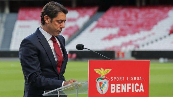 Rui Costa e restantes membros dos órgãos sociais do Benfica não querem decidir sobre direito de preferência sobre ações de Vieira antes das eleições