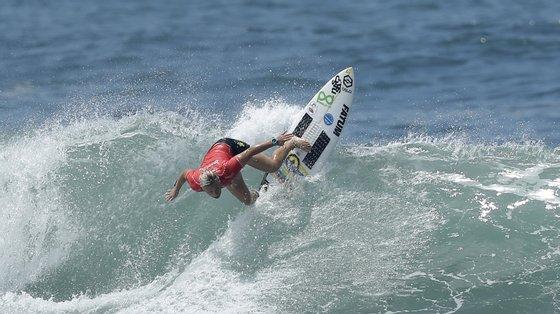 A surfista algarvia ainda vai tentar garantir um lugar nos oitavos de final