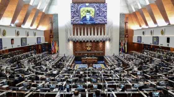 A sessão de cinco dias da Câmara Baixa está a ser realizada sob rigorosas medidas de prevenção do vírus