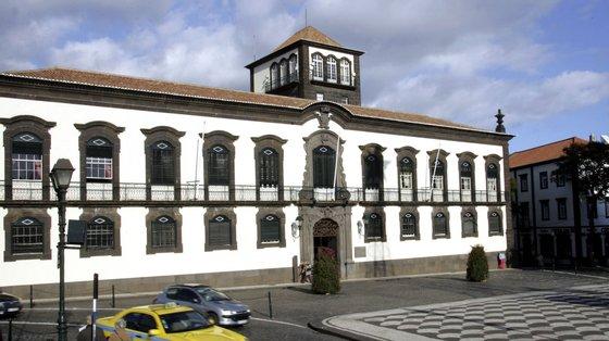 O município recorda o percurso do antigo autarca, um militante do PPD/PSD que foi presidente da Câmara do Funchal (1974-1983)